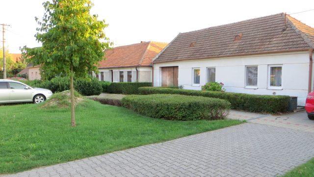 Na predaj rodinný dom, pozemok 1730 m2, obec Kaplna, okr. Senec
