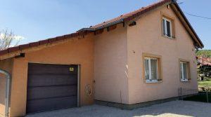 REZERVOVANÉ Na predaj dvojpodlažný rodinný dom s garážou, obec Častá