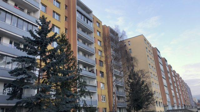 REZERVOVANÉ Na predaj 1 izbový byt s loggiou, Bratislava, Karlova Ves, Karloveská ulica