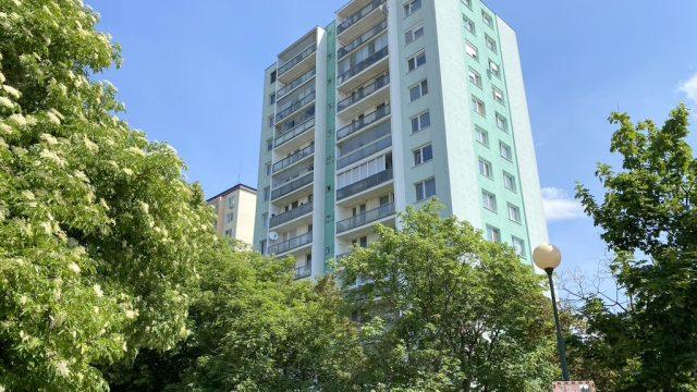REZERVOVANÉ Na predaj 3 izbový byt s garážou, Bratislava, Karlova Ves, Púpavová ulica
