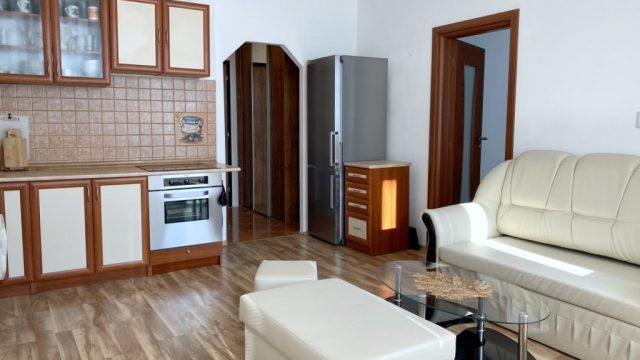 REZERVOVANÉ Na prenájom 2 izbový byt, Bratislava, Petržalka, Holíčska ul.