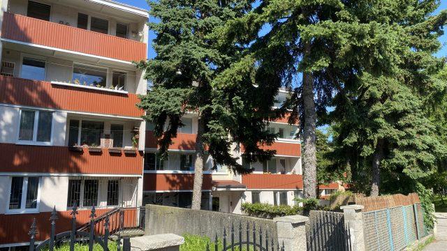 REZERVOVANÉ Na prenájom 1 izbový byt s loggiou, Bratislava, Dúbravka, Hanulova ul.